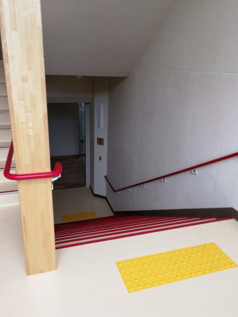 香取市立山田小学校階段2
