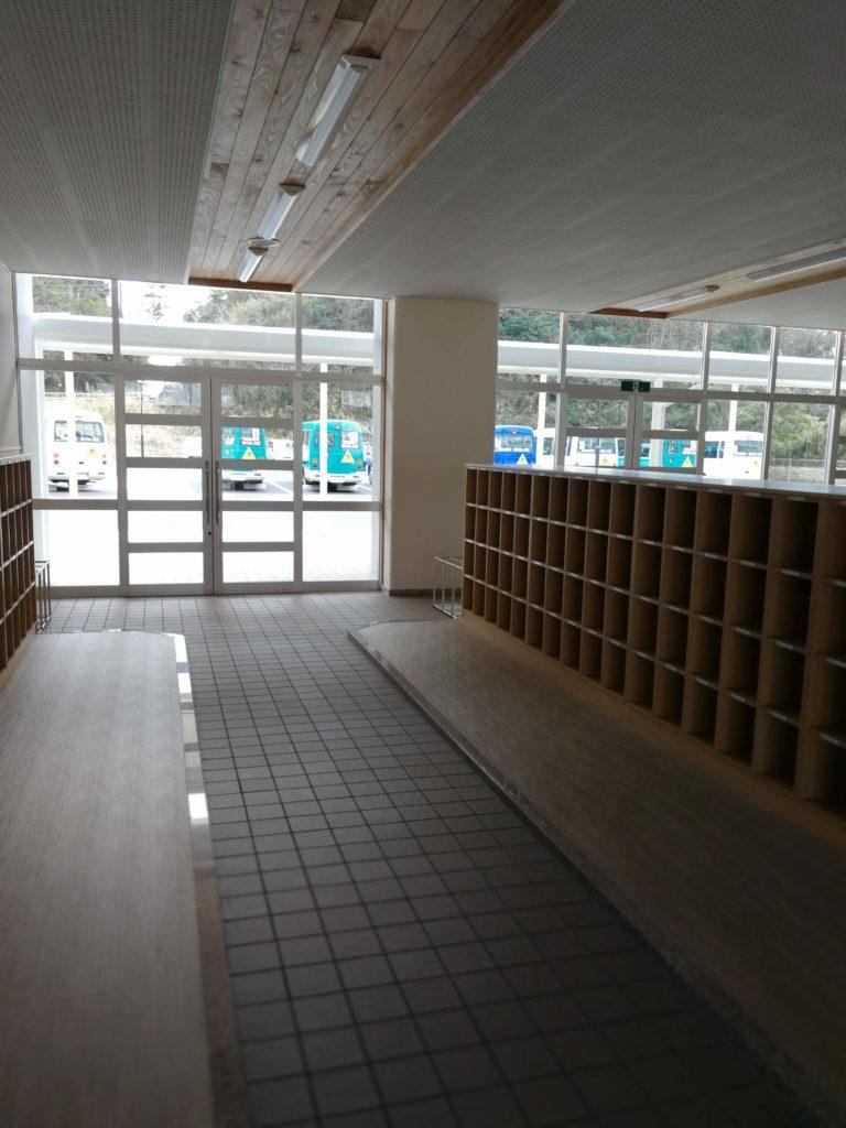 香取市立山田小学校昇降口