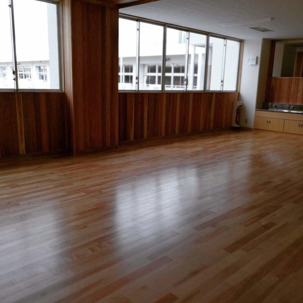 香取市立山田小学校広い廊下